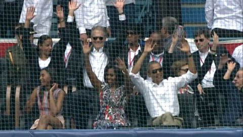 Obama does the wave